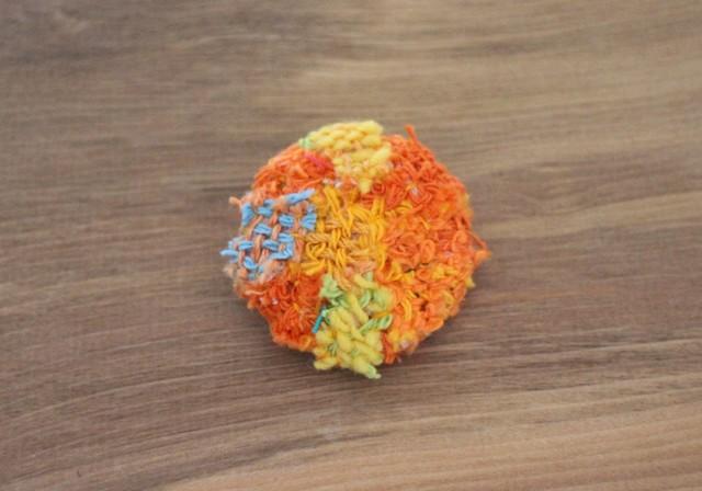 手織り布のブローチ ビタミンオレンジ