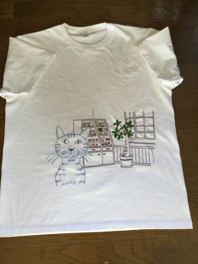 猫の手刺繍シャツ