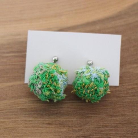 手織り布のピアス 新緑グリーン