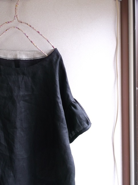 リネンパフ袖ブラウス
