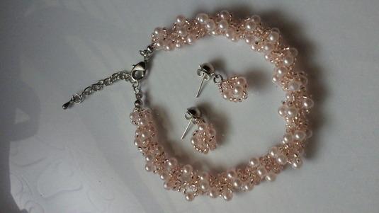 桜色のビーズブレス&ピアス