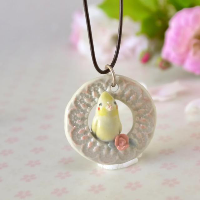 オカメインコのペンダント(陶器の小鳥)