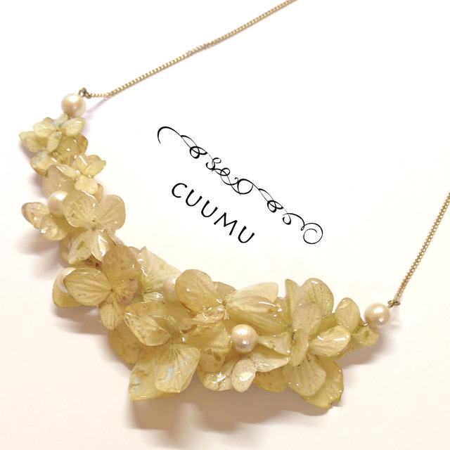 ドライフラワーのbibネックレス(紫陽花×コットンパール)