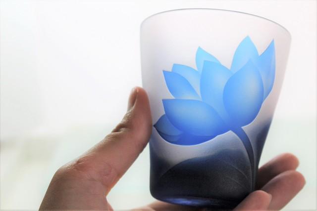 蓮の花とちょうちょのグラス