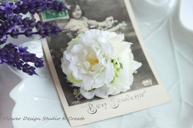 小さな白いお花たちのスのコサージュ(...