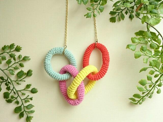 かぎ編みネックレス〈カラフルリング〉