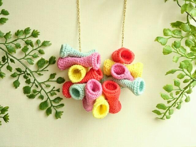 かぎ編みネックレス〈カラフルチューブ〉