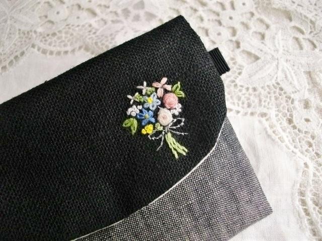 黒リネンICカードケース刺繍ブーケ