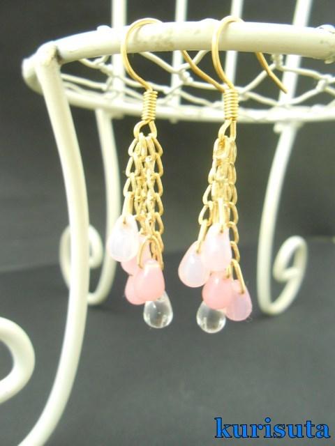 ピンクの雨粒ピアス 透明×ピンク