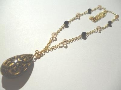 ブラック&ゴールドのネックレス