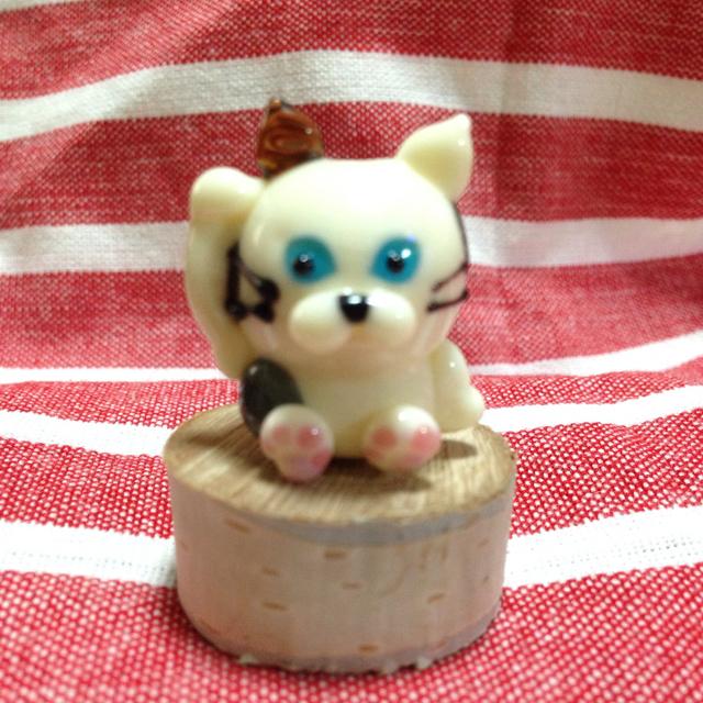 三毛猫の招き猫  とんぼ玉