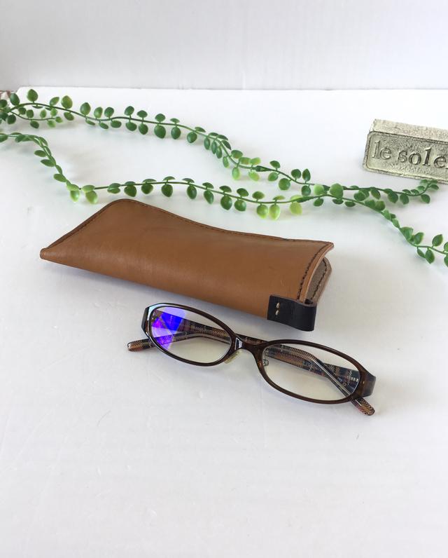 本革のメガネケース(キャメル)