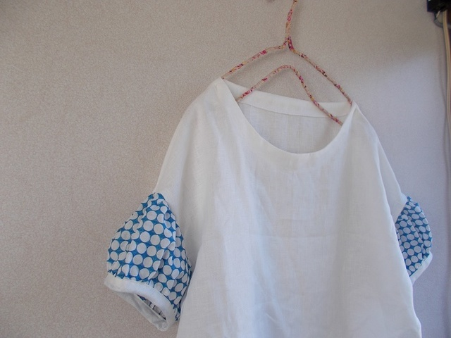 刺繡リネンパフ袖ブラウス