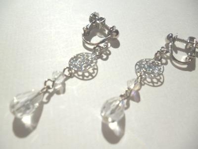 カットガラス・メタルパーツのイヤリング