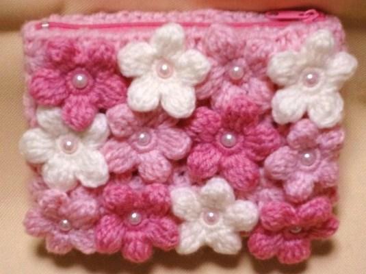 花いっぱいのピンクのポーチ