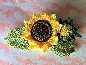 向日葵の花とつぼみのコサージュ