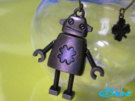 ロボットのピアス(クローバー)