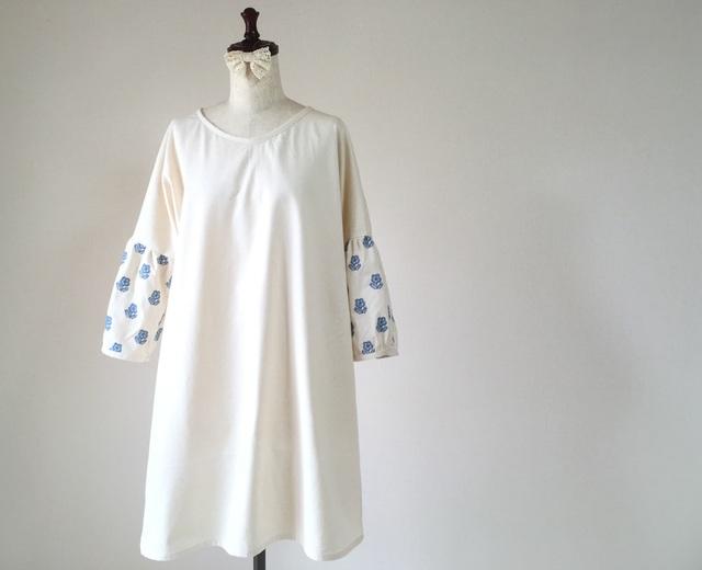 花の刺繍*ふんわり袖のシンプルワンピ...