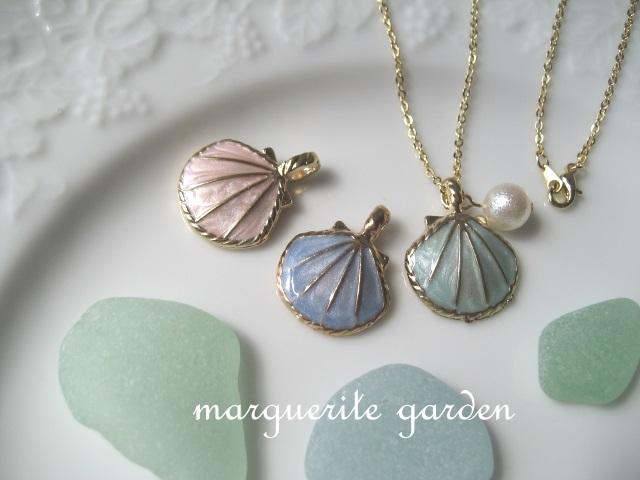 パステルな貝殻とパールのネックレス