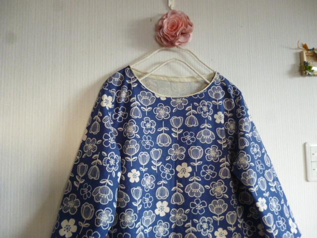 北欧調綿麻のコクーンワンピラインフラワー紺