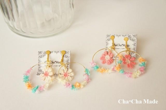 もこもこ可愛い ハピネスカラーとお花 の 毛糸 イヤリング or ピアス