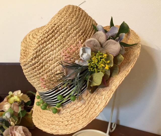 グリーン飾りのラフィア帽子