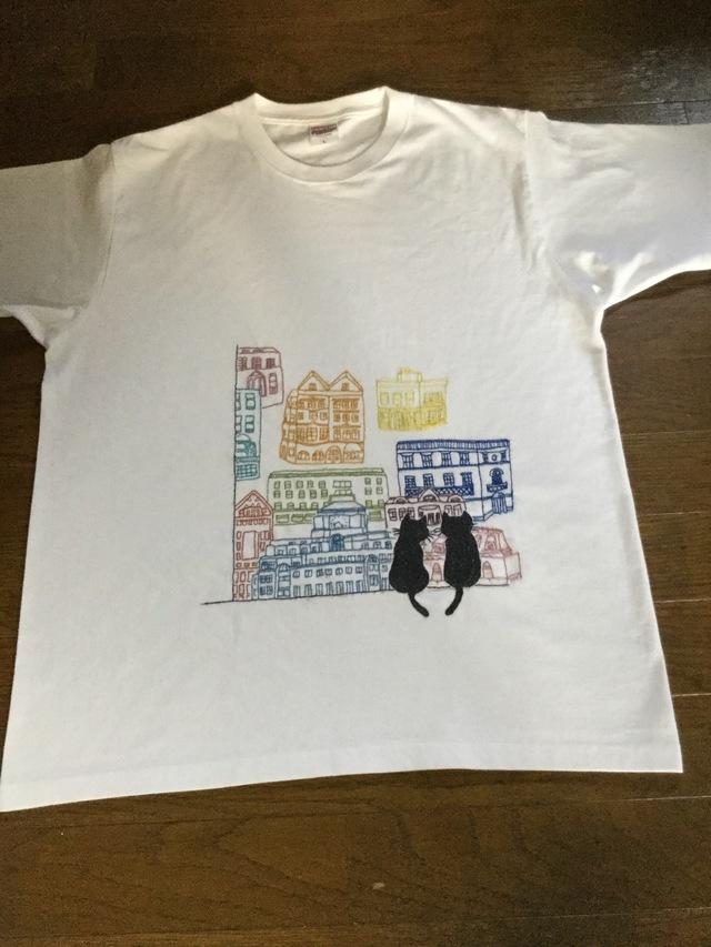 猫と街  手刺繍シャツ