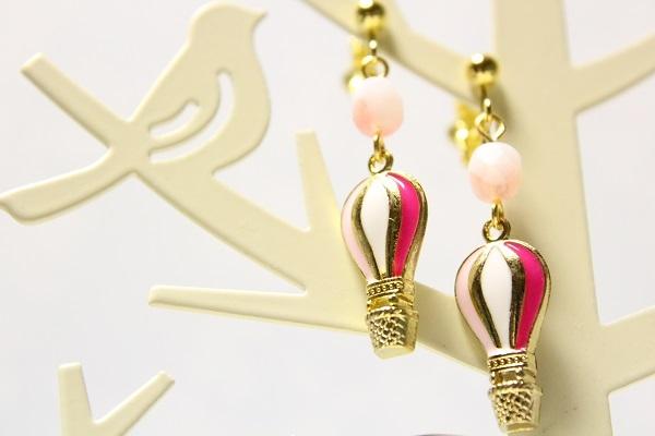 熱気球のイヤリングorピアス(ピンク)
