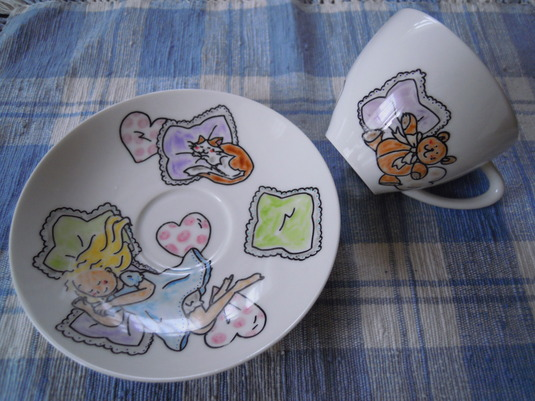 手描きカップ&ソーサー 居眠り女の子とテディベア、猫