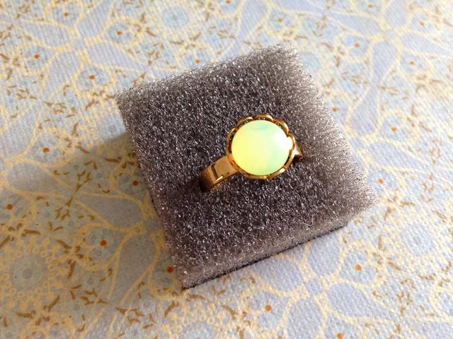 再 ヴィンテージチェコガラス リング(Yellow opal)
