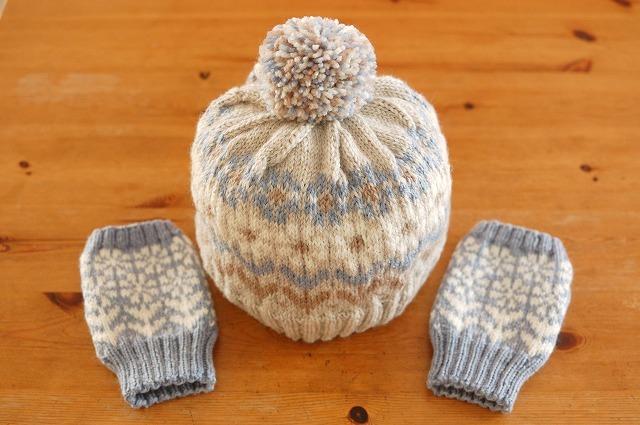 【S様ご予約品】手編みのニット帽&指なしミトン 【冬の花園】