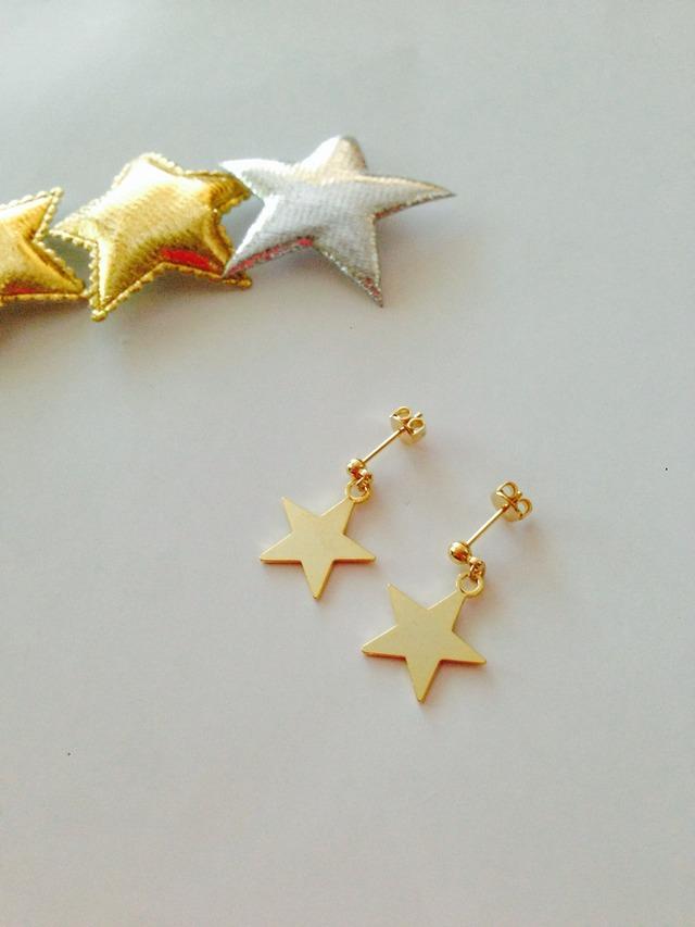 ゴールドの星のピアス