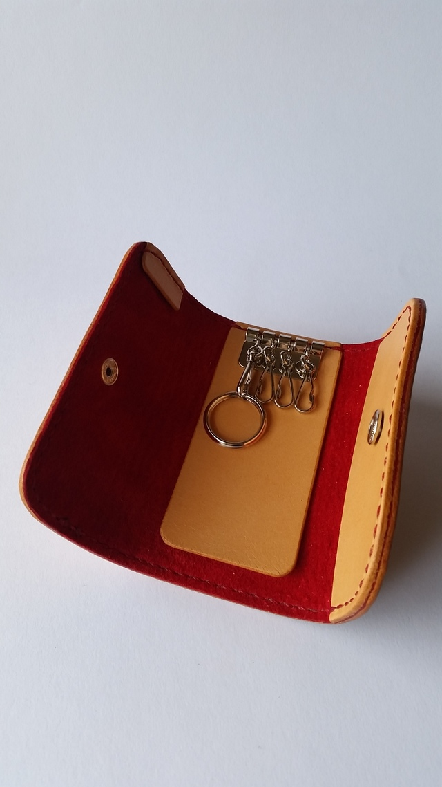 サドルレザーのキーケース 赤色仕様