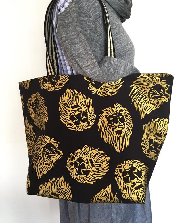 ライオン柄のトートバッグ*ブラック