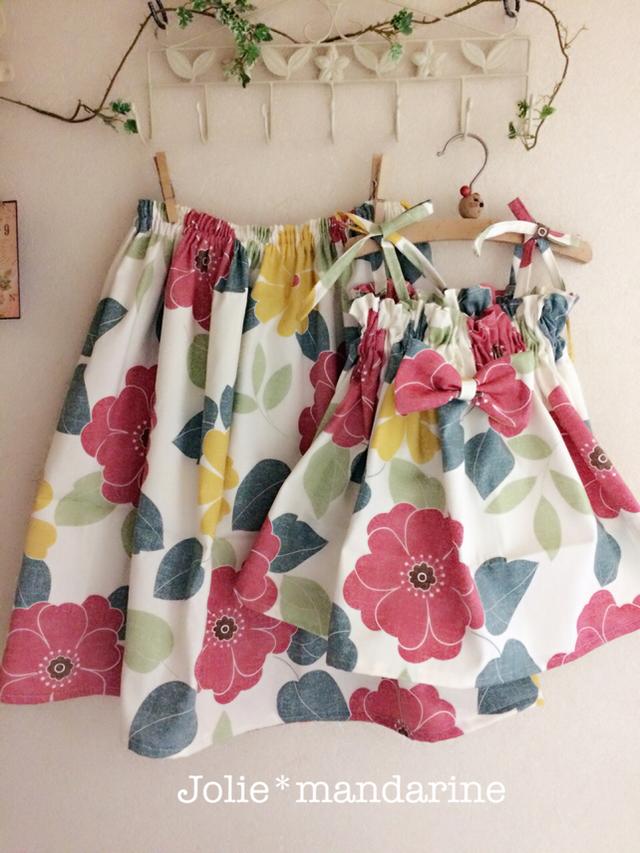 27e953342039b  受注オーダー 親子でお揃いコーデ♪ママ用ギャザースカートとお子様用4wayワンピース スカートセット(ボタニカルフラワーレッド イエロー)