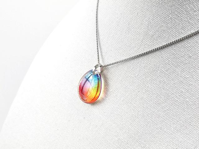 ★虹色のしずくネックレス