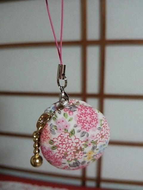 ピンクの花柄マカロンコインケース