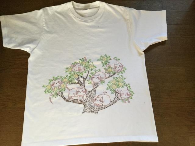 手刺繍シャツ  木の上の猫たち