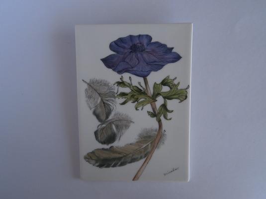 ポピーと鳥の羽根の陶板