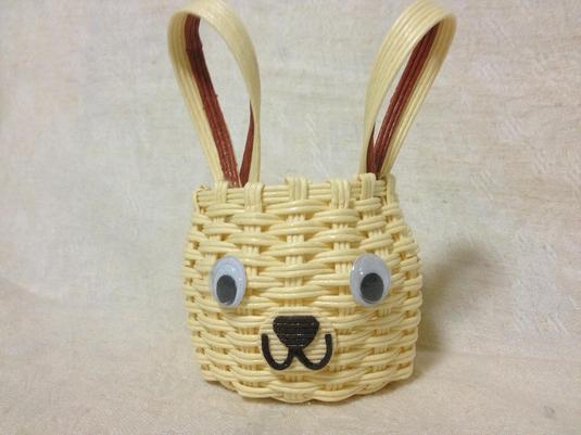 陽気なウサギの籠(小)
