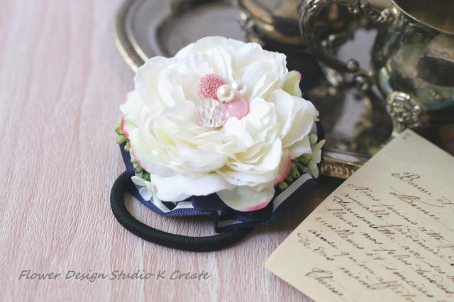 白い薔薇とパールのヘアゴム