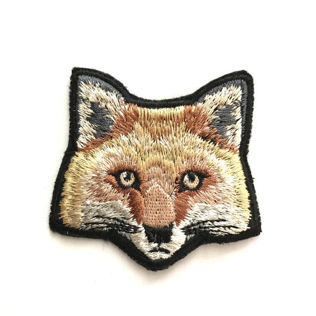 キタキツネの刺繍ブローチ