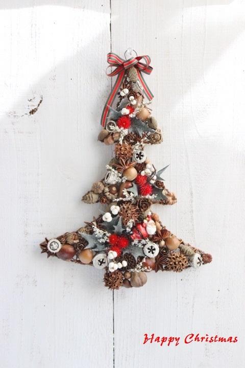 木の実のクリスマスツリー