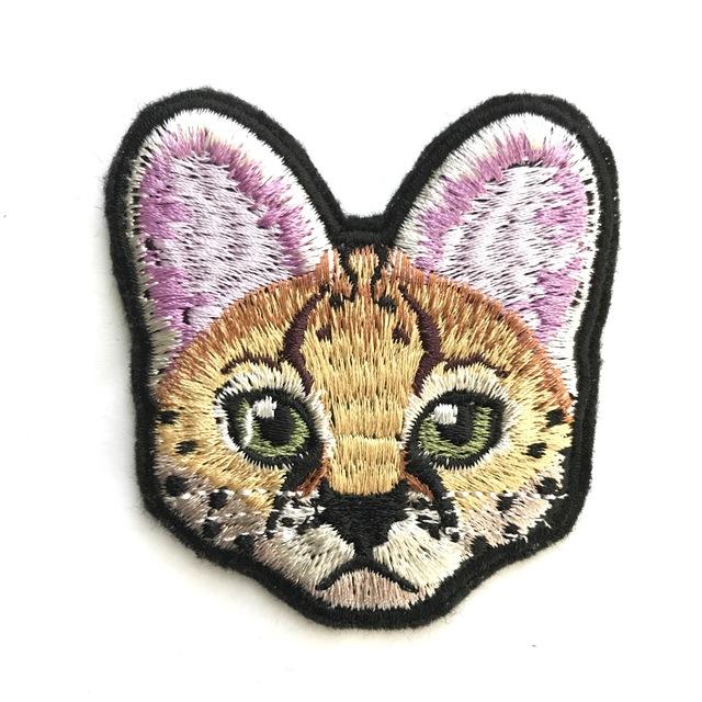 サーバルの刺繍ブローチ