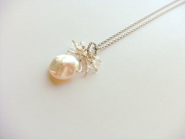 *SV925 a petal of pearl with crystal