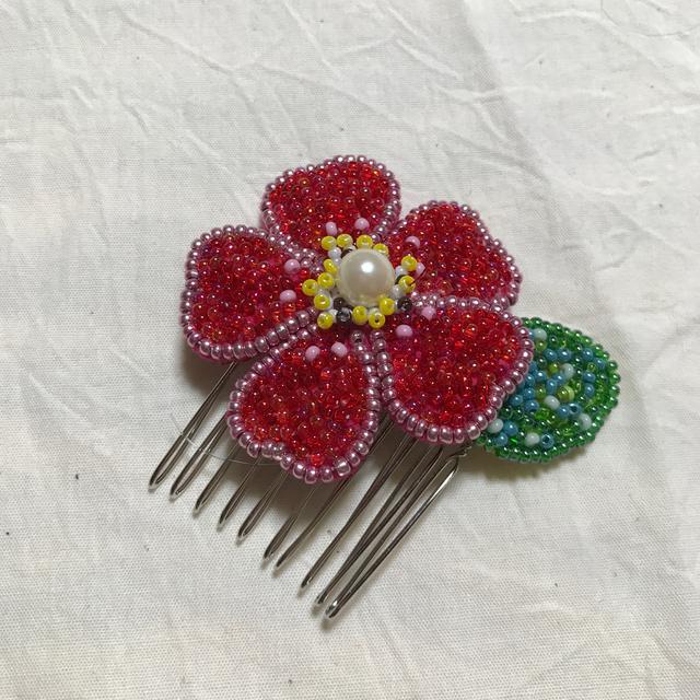 花一輪のビーズ刺繍コーム