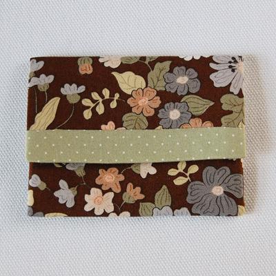 布製カードケース(茶系花柄+薄緑水玉)