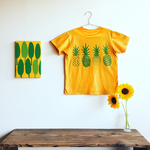 Green Pineapples Tシャツ