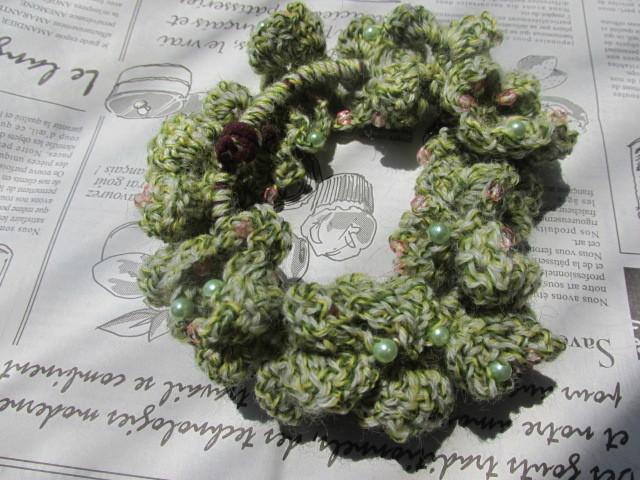若草色のレトロ風シュシュ ビーズ編み込み