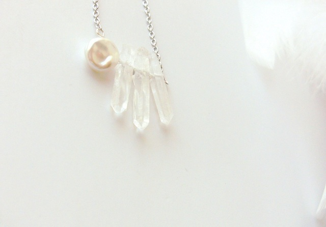 *SV925 icicle crystal w/petal of pear...